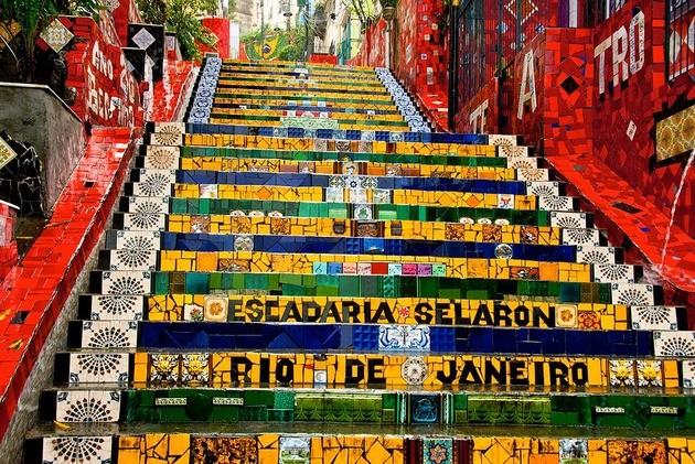 escadaria selarón: não pode ficar de fora da sua viagem para o Rio de Janeiro