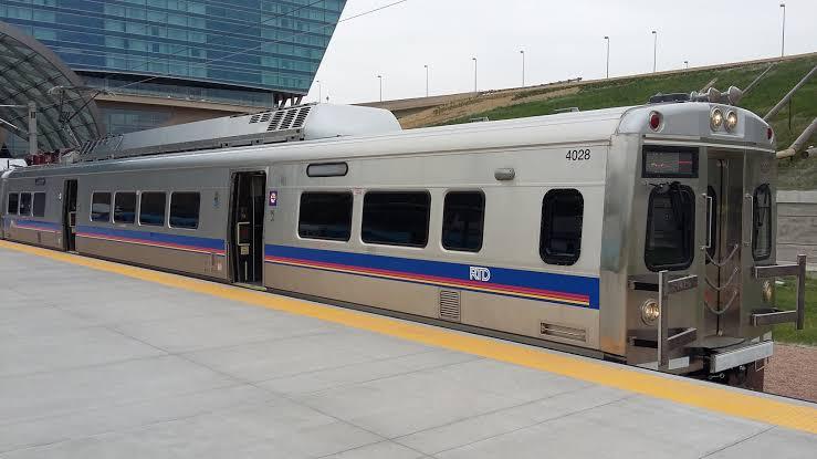 Como ir do aeroporto ao centro de Denver?
