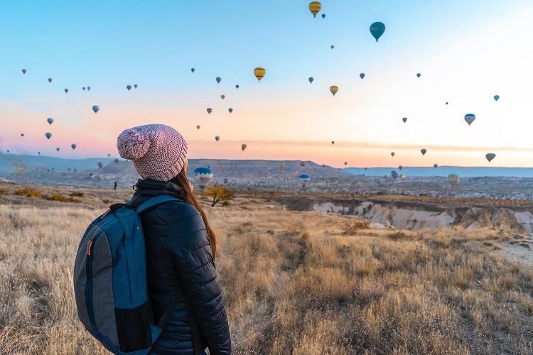 mulher viajando solo: roteiro pensado somente em você